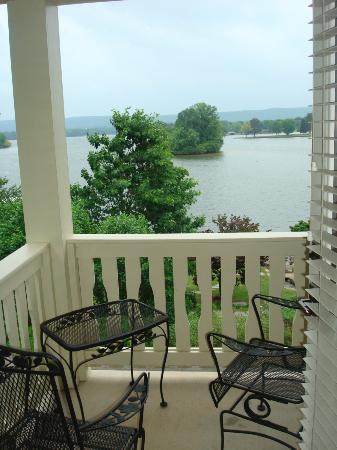 Lookout Point Lakeside Inn: Balcony