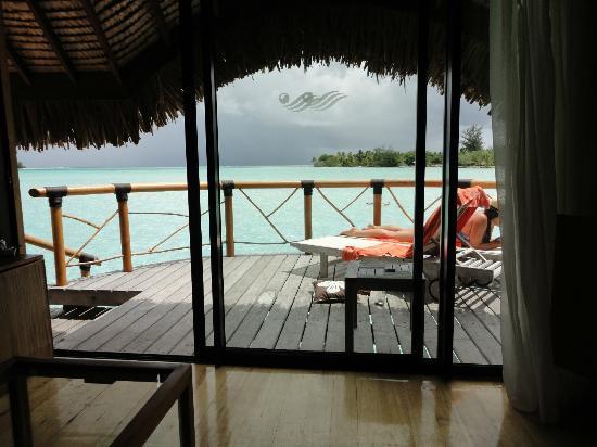 Bora Bora Pearl Beach Resort & Spa: View to the terrace