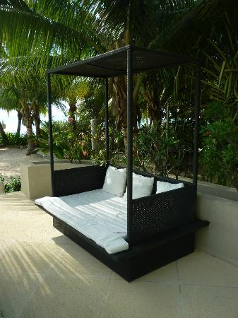 Beachcomber Grand Cayman : Pool seating