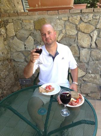 Fattoria Argiano in Chianti : Steve on the patio