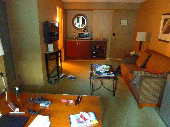 Omni Chicago Hotel: spacious sitting room, bedroom through french doors to left