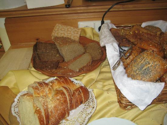 Hotel Am Rehberg: Frühstück-Brotauswahl