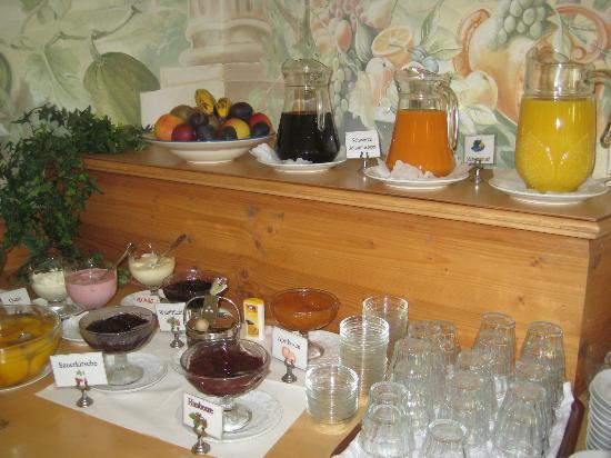 Hotel Am Rehberg: Marmeladenauswahl