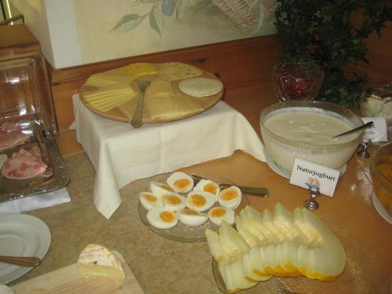 Hotel Am Rehberg: Käse und Eier
