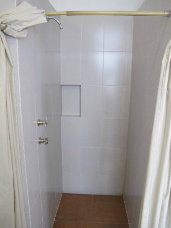 Mexico City Hostel: dorm showers mens