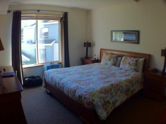 Squaw Valley Lodge: master bedroom