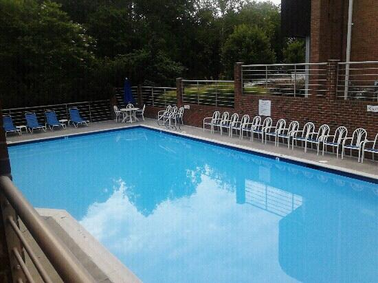 Governor's Inn - Colonial Williamsburg: picture of pool..we did not use though