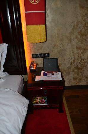 Buddha-Bar Hotel Prague: Bedside Table