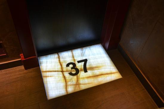 Buddha-Bar Hotel Prague: Room Entrance