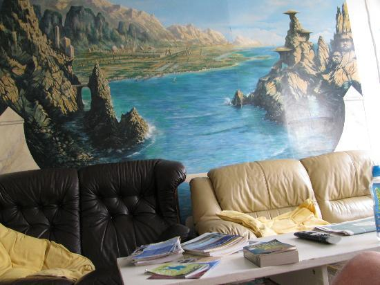Ocean Backpackers: Mural in the lounge