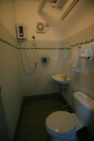 De Talak Hostel: Bathroom