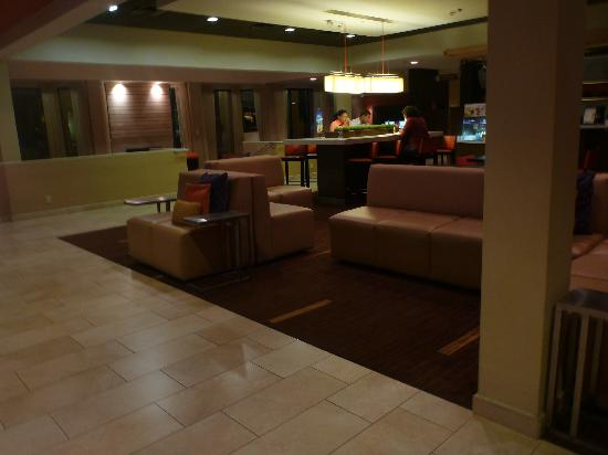 Courtyard Orlando Airport: Updated lobby