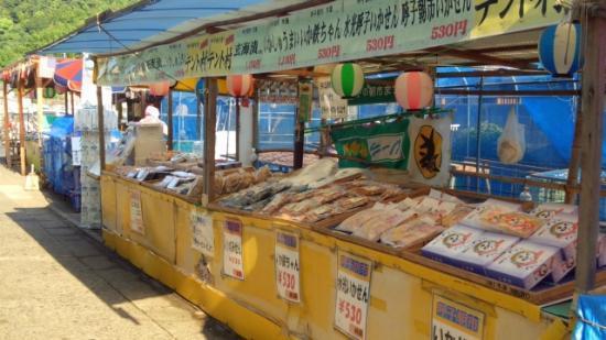 Yobuko Morning Market: 一夜干しなど加工品も豊富でおまけしてくれるお店もあります
