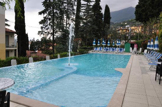 Beach Hotel Du Lac: Piscina impecável, mesmo estando frio