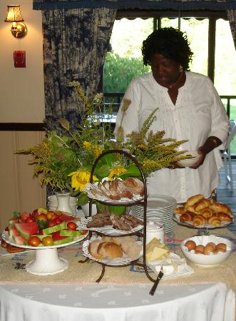 Bradley Inn: The breakfast buffet
