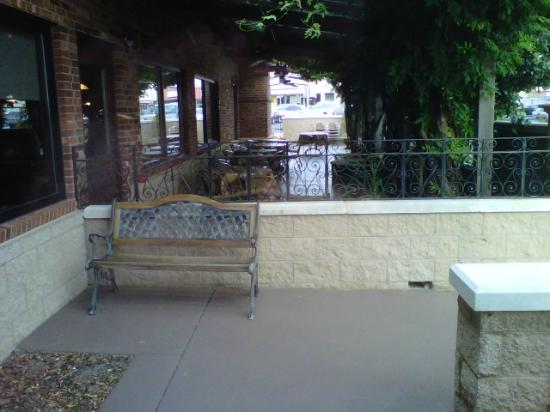 Town & Country Restaurant: Outdoor Seating