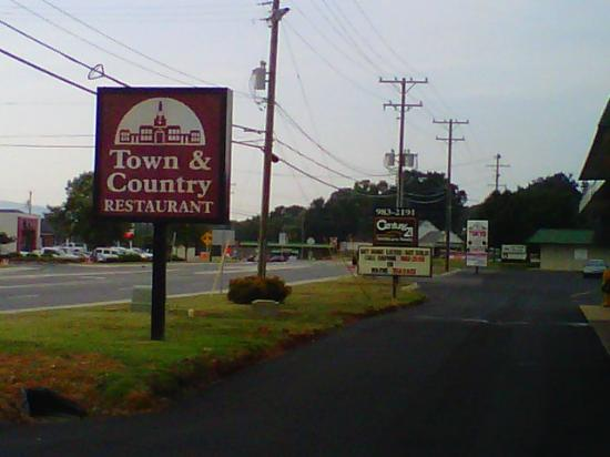 Town & Country Restaurant: Easy to find off HWY 52