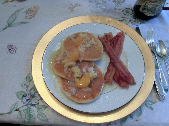 Lovelace Manor Bed and Breakfast: Tropical Pancakes and Bacon