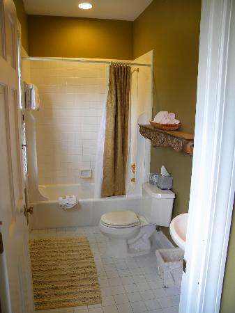 Barksdale House Inn: Bathroom