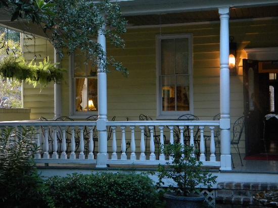 Barksdale House Inn: Back Porch