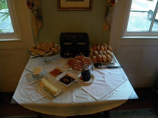 Barksdale House Inn: Breakfast