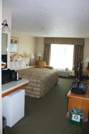 Country Inn & Suites By Carlson, Chippewa Falls: Cosy comfort in a 2nd floor executive suite.