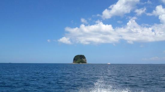 Marinepal Yobuko : ちっちゃい島の周りをジーラで海底探索中