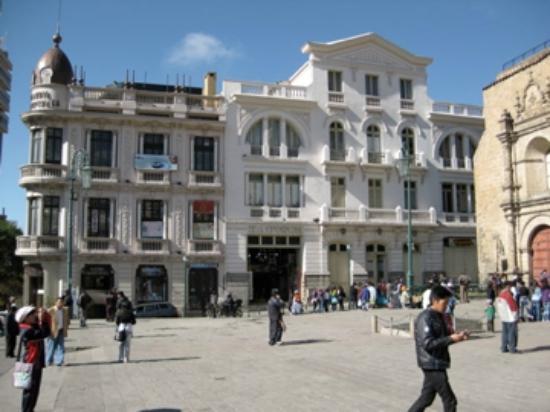 Eva Palace Hotel: hotel just up street/right 1/2 block