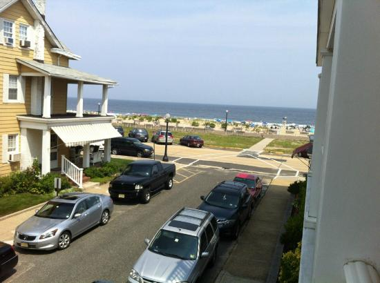 Shawmont Hotel: North-facing rooms have view of beach and ocean