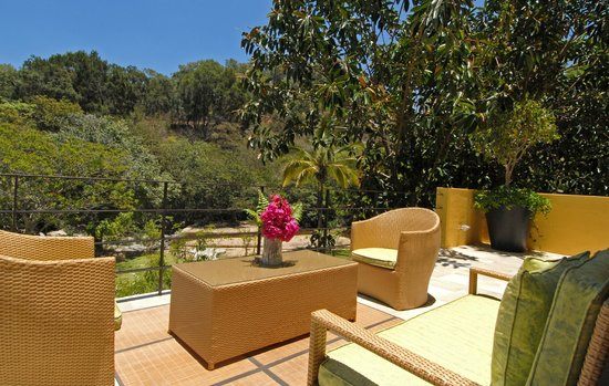 Villa Azalea - Luxury B&B: Terraza con vista a la naturaleza.