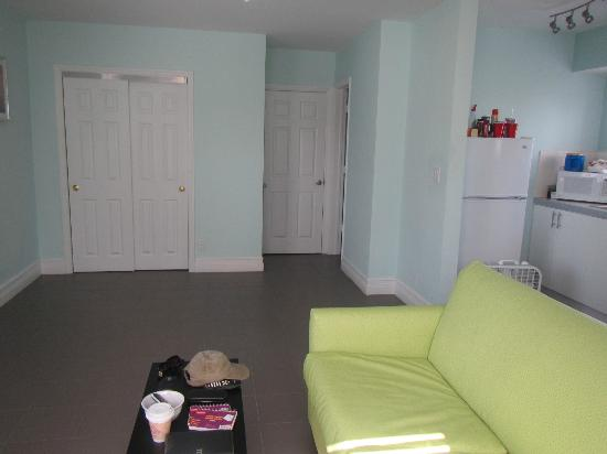 Hollywood Beachside Boutique Suites: View of the bedroom door, closet and partial kitchen from far side of living room