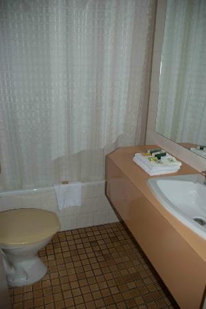 โรงแรมเดอเวียร์: Clean Devere bathroom