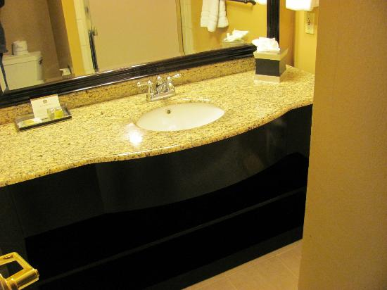 BEST WESTERN Carmel's Town House Lodge: Amazing what granite will do