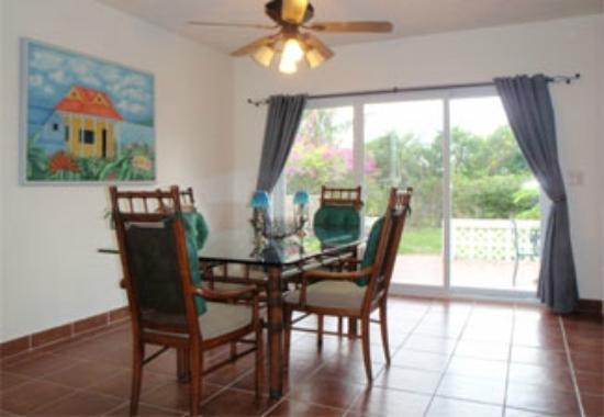Ocean Harmony : Dining Room and back patio