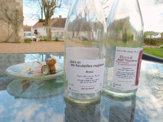 Chateau de Pintray : wine on the back patio