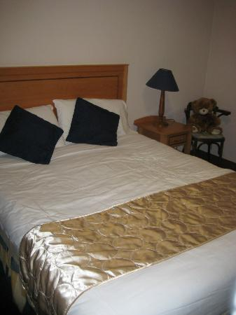 Virginia's Guesthouse Kenmare: Comfortable Bed