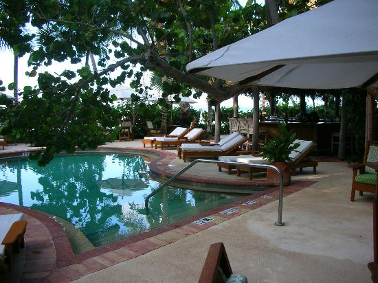Little Palm Island Resort & Spa, A Noble House Resort: Poolside at Little Palm Island, Florida Keys