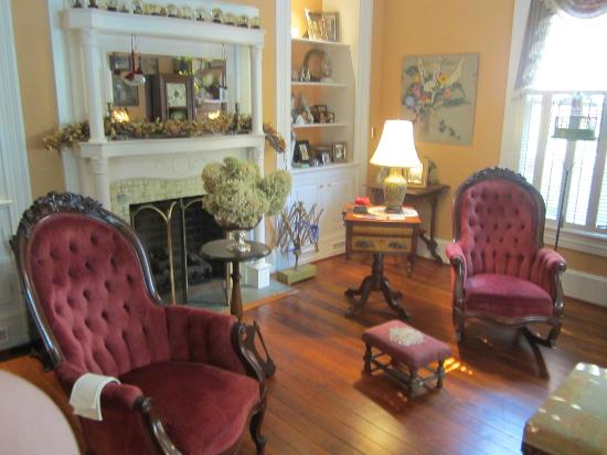 The Schooler House Bed & Breakfast: Parlor