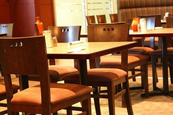 Spice Hut Indian Cuisine. : tables