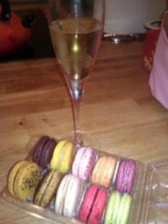 Point G : Macarons and champagne