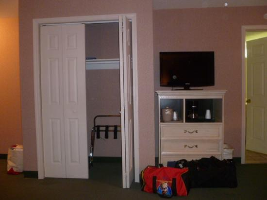 Parkside Inn -  Bridgeside: closet and tv stand, coffee maker