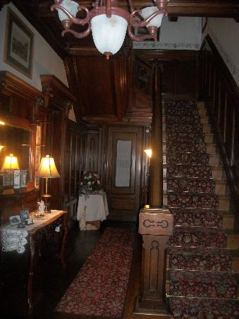 Spencer House Bed and Breakfast: foyer