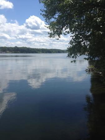 Lake Wallenpaupack: the lake on a summer day !