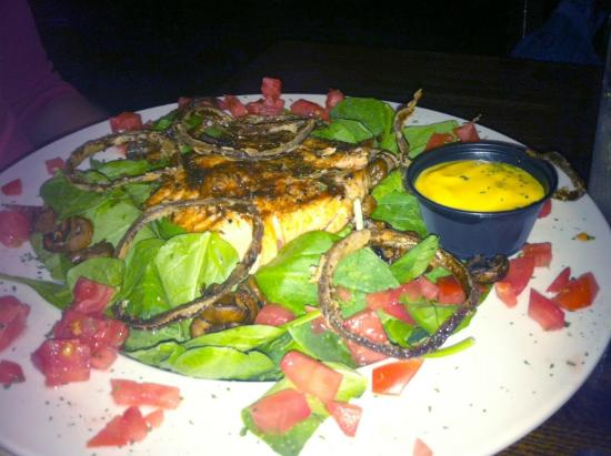 Six Pence Pub Blowing Rock: Spinach Salad with Blackened Salmon