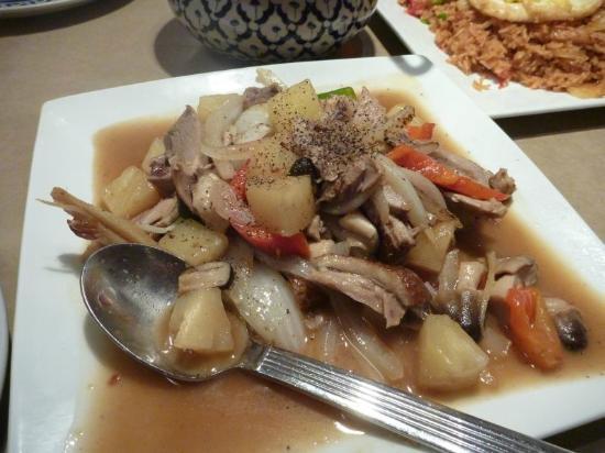 Komol Restaurant : Pinapple duck