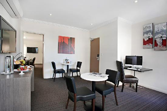 Quality Apartments Camperdown: Business Lounge