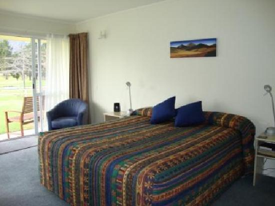 Lake Dunstan Motel: Space and king bed comfort