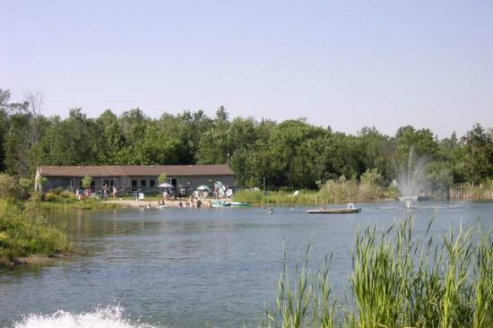 Bare Oaks Family Naturist Park: Lake & beach
