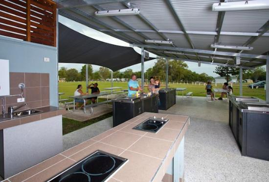 Lake Somerset Holiday Park: Camp Kitchen