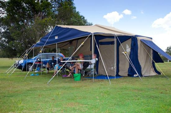 Lake Somerset Holiday Park: Large camping grounds